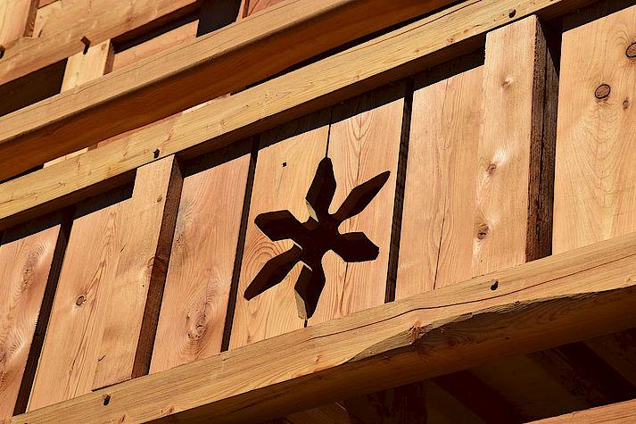 Chalet bois poteau-poutre réalisé par Lombard Vasina situé à proximité de Briançon