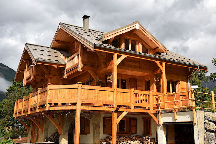 Chalet bois poteau-poutre réalisé par Lombard Vasina situé à Vallouise