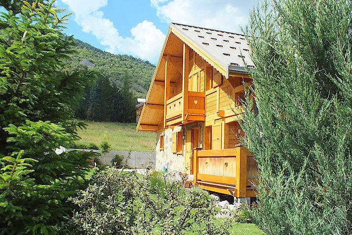 Chalet bois poteau-poutre réalisé par Lombard Vasina situé à proximité de Briançon.