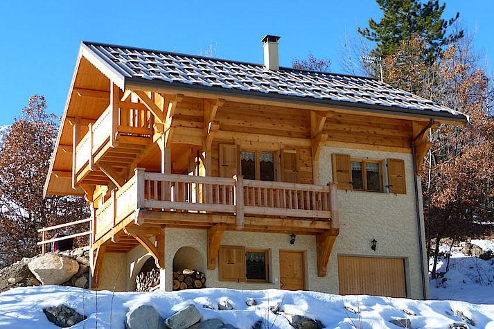 Chalet bois poteau-poutre réalisé par Lombard Vasina situé dans la Vallée de Vallouise.