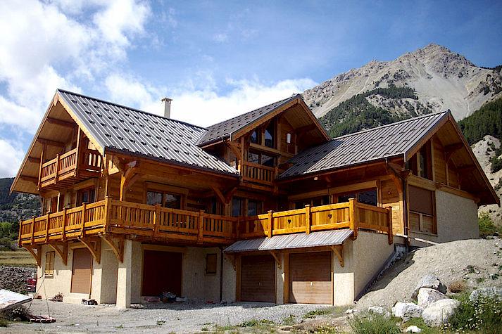 Chalet bois poteau-poutre réalisé par Lombard Vasina situé à Nevache