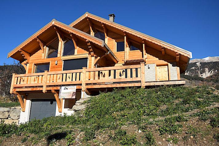 Chalet bois poteau-poutre réalisé par Lombard Vasina situé dans la Vallée de Saint Chaffrey, Serre Chevalier.