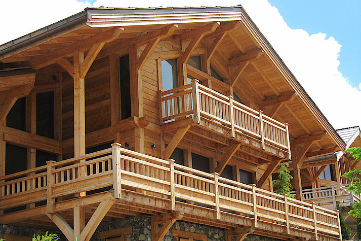 Chalet bois poteau-poutre réalisé par Lombard Vasina situé à Auron, Alpes Maritimes.