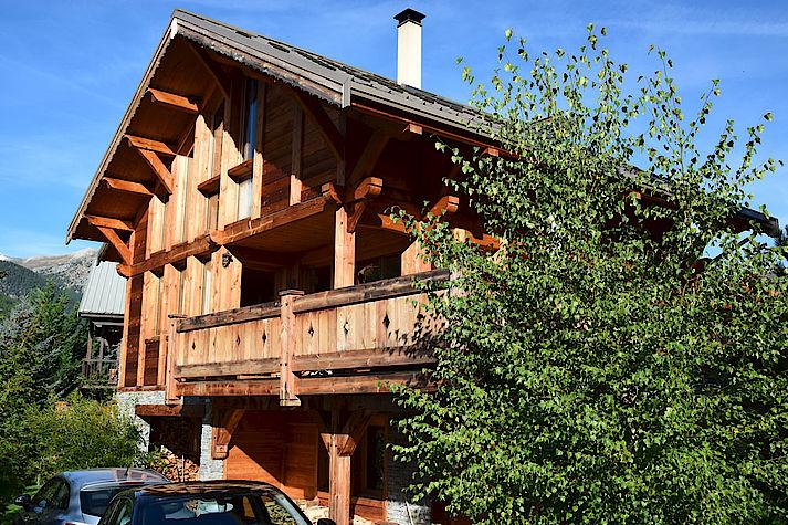Chalet bois poteau-poutre réalisé par Lombard Vasina situé à Serre Chevalier