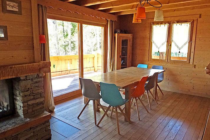 Salle a manger séjour chalet Lombard Vasina. Déco intérieur bois rustique ou contemporain