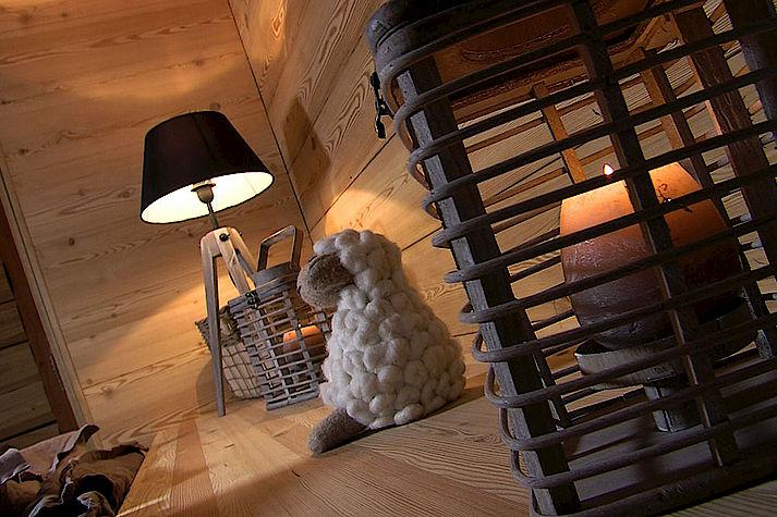 Chambre chalet Lombard Vasina. Déco intérieur bois cocooning et chaleureux