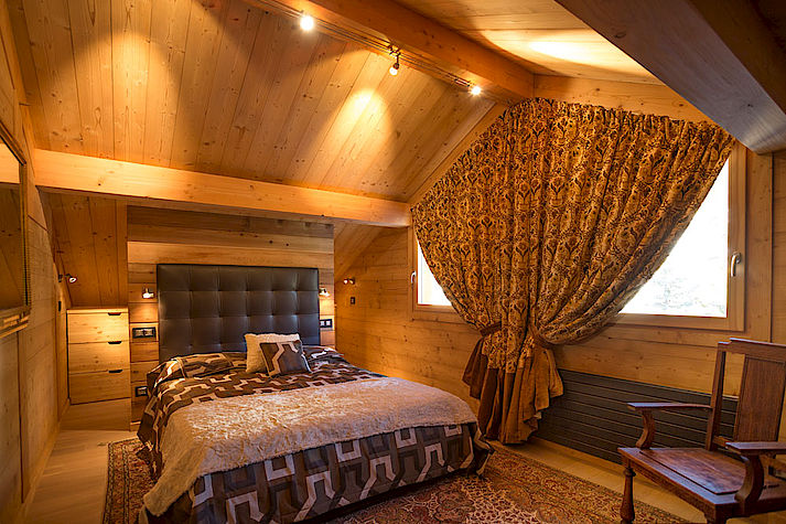 Chambre chaleureuse et cocon chalet Lombard Vasina. Déco intérieur bois rustique ou contemporain