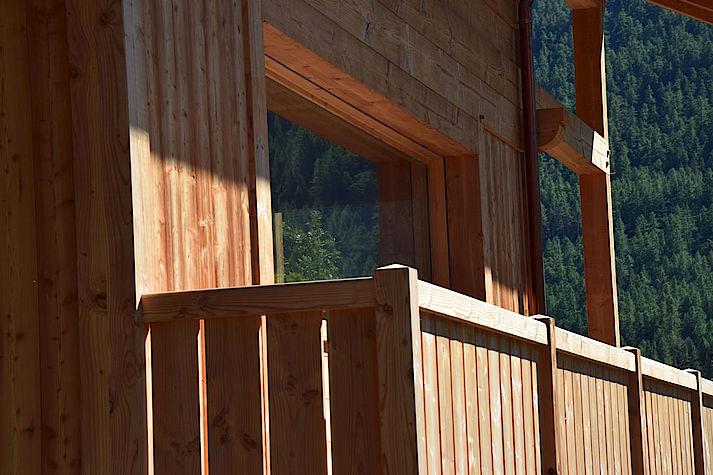 Menuiserie bois sur mesure réalisée par les chalets Lombard Vasina