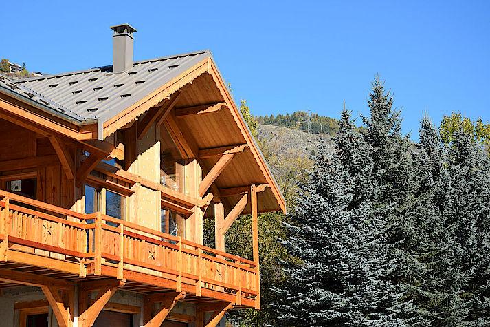 Chalet Lombard Vasina structure meleze massif des hautes alpes. construction poteau poutre