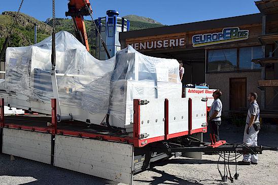 Photo chalet Lombard Vasina atelier menuiserie livraison d une machine de découpe a commande numerique