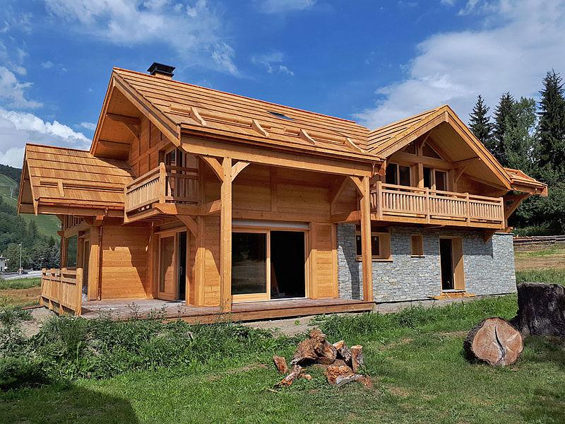 Chalet Lombard Vasina toiture en bardeau mélèze de pays certifié Bois des Alpes
