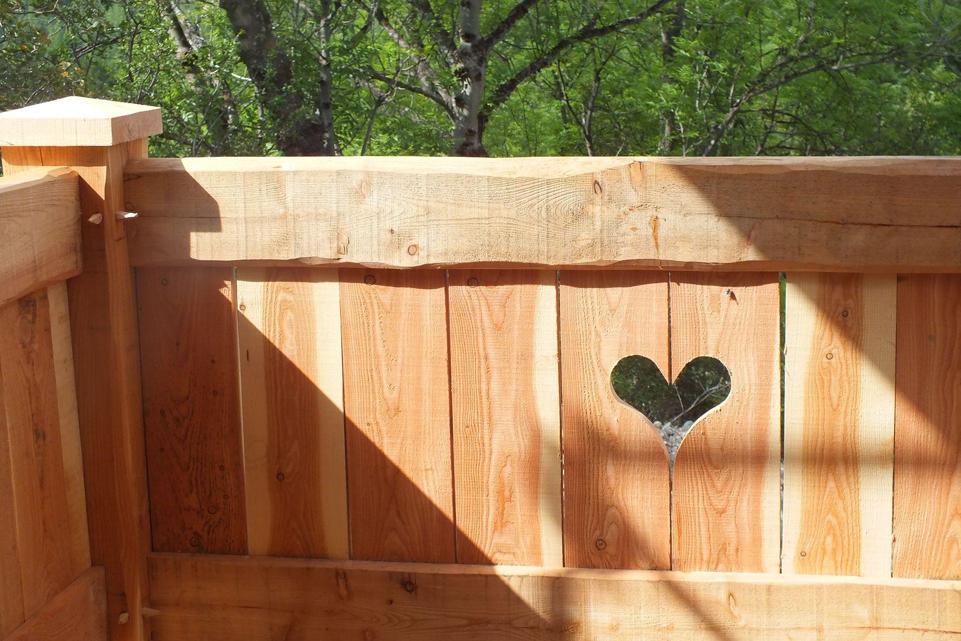 balcon en bois pour chalet chalet de rangement en bois pour terrasse dans le e de paris ramnage. Black Bedroom Furniture Sets. Home Design Ideas