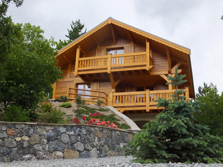 Chalet poteau-poutre situé dans la vallée de Vallouise