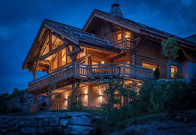 Visitez ce chalet bois Lombard Vasina situé dans la Vallée de Serre Chevalier. Photographies Sandrine Rivière.